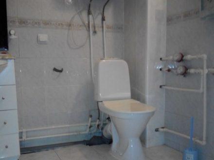 Сдам на длительный срок двухкомнатную квартиру на 3-м этаже 6-этажного дома площадью 54 кв. м. в Самаре