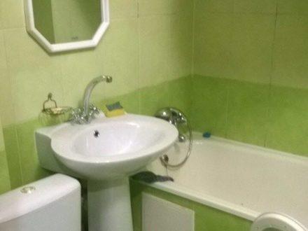 Сдам на длительный срок двухкомнатную квартиру на 3-м этаже 5-этажного дома площадью 46 кв. м. в Сыктывкаре