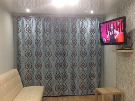 Сдам посуточно однокомнатную квартиру на 3-м этаже 14-этажного дома площадью 35 кв. м. в Якутске