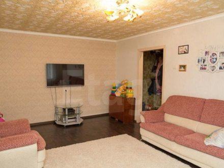 Продам трехкомнатную квартиру на 2-м этаже 9-этажного дома площадью 63 кв. м. в Астрахани