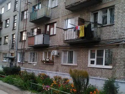 Сдам на длительный срок однокомнатную квартиру на 1-м этаже 4-этажного дома площадью 30 кв. м. в Нижнем Новгороде
