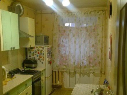 Продам четырехкомнатную квартиру на 1-м этаже 10-этажного дома площадью 75 кв. м. в Ижевске