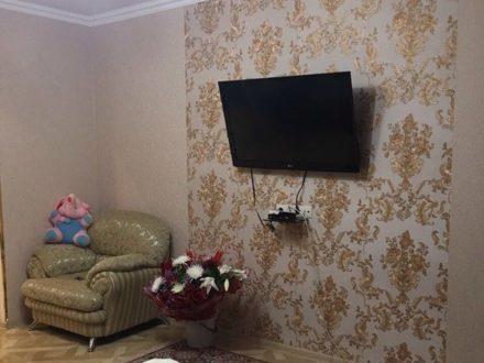 Сдам посуточно однокомнатную квартиру на 4-м этаже 5-этажного дома площадью 48 кв. м. в Владикавказе