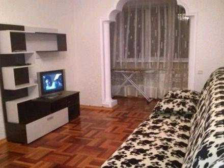 Сдам посуточно двухкомнатную квартиру на 3-м этаже 7-этажного дома площадью 63 кв. м. в Нальчике