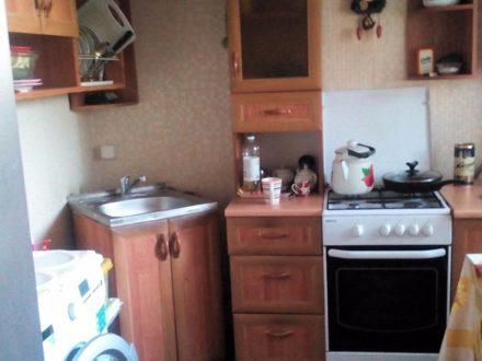 Сдам на длительный срок двухкомнатную квартиру на 4-м этаже 5-этажного дома площадью 43 кв. м. в Саратове