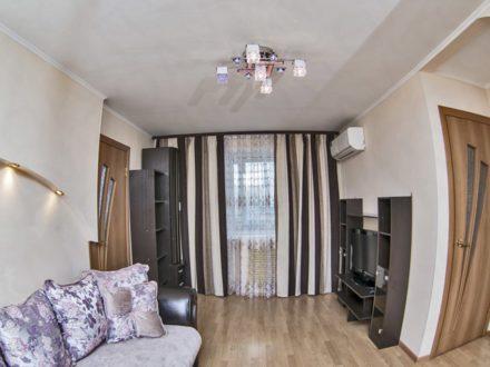 Сдам посуточно трехкомнатную квартиру на 4-м этаже 4-этажного дома площадью 43 кв. м. в Владивостоке