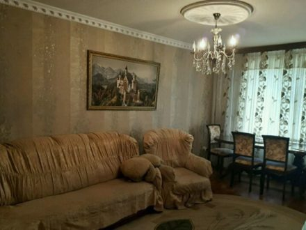 Продам трехкомнатную квартиру на 3-м этаже 5-этажного дома площадью 67 кв. м. в Грозном