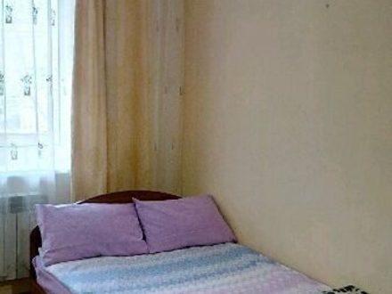 Сдам посуточно однокомнатную квартиру на 2-м этаже 3-этажного дома площадью 36 кв. м. в Элисте