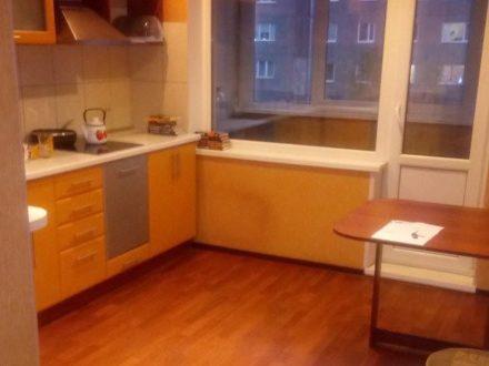 Сдам посуточно однокомнатную квартиру на 1-м этаже 9-этажного дома площадью 37 кв. м. в Мурманске