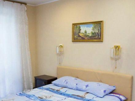 Сдам посуточно студию на 10-м этаже 16-этажного дома площадью 42 кв. м. в Ижевске