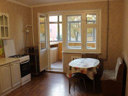 Сдам на длительный срок однокомнатную квартиру на 2-м этаже 5-этажного дома площадью 47 кв. м. в Саранске