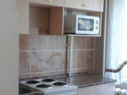 Сдам посуточно однокомнатную квартиру на 4-м этаже 5-этажного дома площадью 30 кв. м. в Кургане