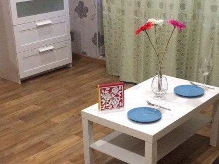 Сдам посуточно студию на 4-м этаже 12-этажного дома площадью 30 кв. м. в Иркутске