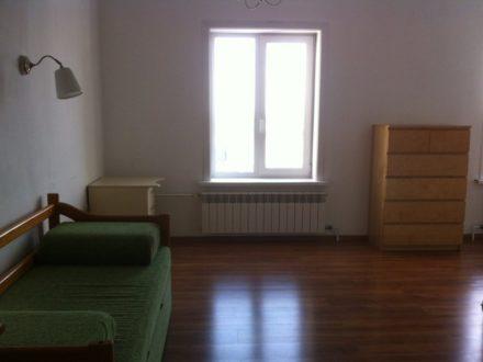Сдам на длительный срок однокомнатную квартиру на 13-м этаже 13-этажного дома площадью 39,1 кв. м. в Иркутске
