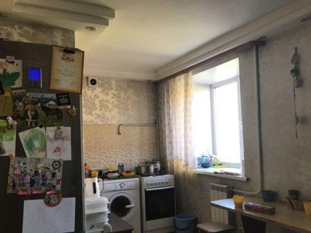 Сдам на длительный срок двухкомнатную квартиру на 4-м этаже 5-этажного дома площадью 50 кв. м. в Кызыле