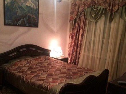 Сдам посуточно однокомнатную квартиру на 4-м этаже 9-этажного дома площадью 34 кв. м. в Нальчике