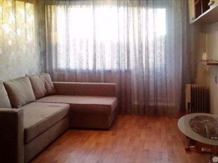 Сдам на длительный срок двухкомнатную квартиру на 5-м этаже 5-этажного дома площадью 52 кв. м. в Кызыле