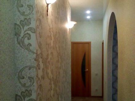 Продам трехкомнатную квартиру на 1-м этаже 2-этажного дома площадью 64 кв. м. в Омске