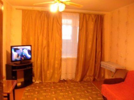 Продам трехкомнатную квартиру на 1-м этаже 5-этажного дома площадью 55 кв. м. в Элисте