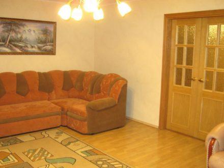 Продам трехкомнатную квартиру на 3-м этаже 10-этажного дома площадью 108 кв. м. в Владивостоке