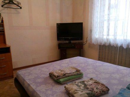 Сдам посуточно двухкомнатную квартиру на 2-м этаже 4-этажного дома площадью 52 кв. м. в Сыктывкаре