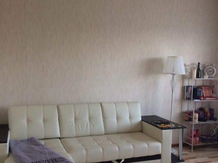 Сдам на длительный срок двухкомнатную квартиру на 9-м этаже 9-этажного дома площадью 64 кв. м. в Пскове