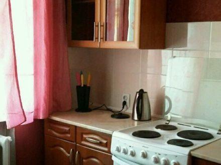 Сдам посуточно однокомнатную квартиру на 4-м этаже 4-этажного дома площадью 32 кв. м. в Иркутске