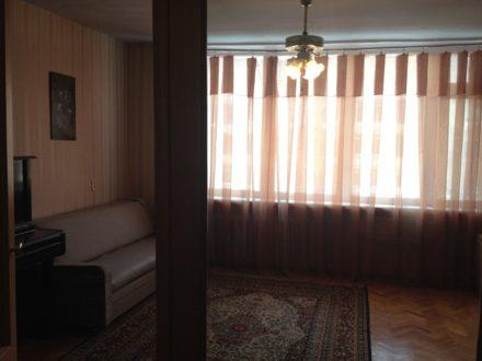 Сдам на длительный срок трехкомнатную квартиру на 3-м этаже 8-этажного дома площадью 84 кв. м. в Ростове-на-Дону