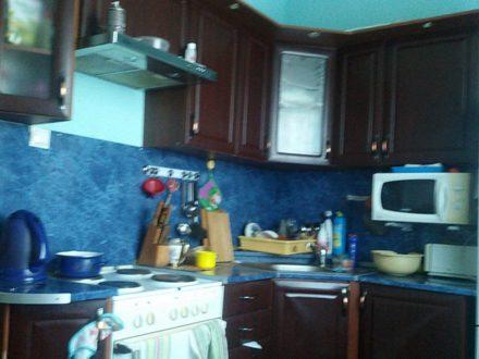 Сдам на длительный срок трехкомнатную квартиру на 1-м этаже 5-этажного дома площадью 69 кв. м. в Магадане