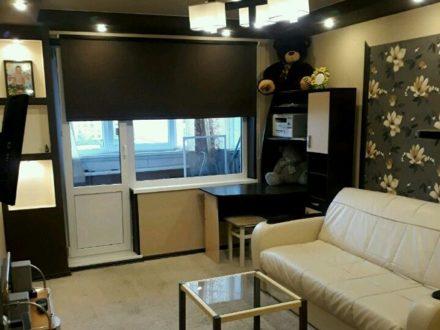 Сдам на длительный срок двухкомнатную квартиру на 8-м этаже 9-этажного дома площадью 56 кв. м. в Мурманске