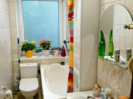 Сдам на длительный срок двухкомнатную квартиру на 2-м этаже 3-этажного дома площадью 51 кв. м. в Калининграде