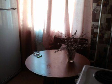 Сдам на длительный срок однокомнатную квартиру на 1-м этаже 5-этажного дома площадью 27 кв. м. в Чите