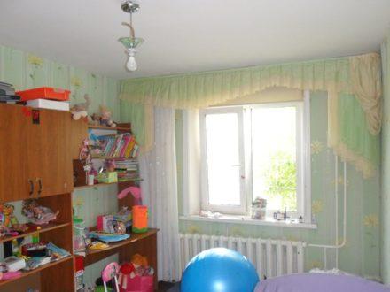Продам трехкомнатную квартиру на 1-м этаже 10-этажного дома площадью 68 кв. м. в Благовещенске