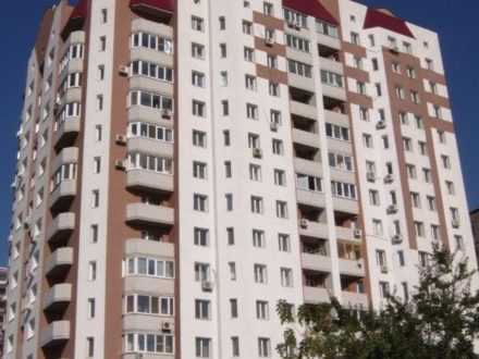 Продам двухкомнатную квартиру на 6-м этаже 14-этажного дома площадью 57,5 кв. м. в Саратове