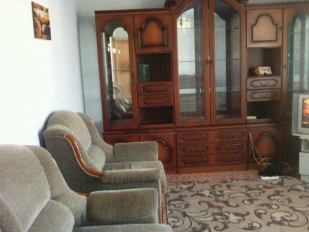 Сдам посуточно двухкомнатную квартиру на 4-м этаже 5-этажного дома площадью 58 кв. м. в Кургане