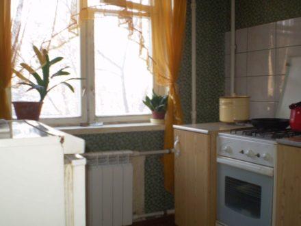 Сдам посуточно однокомнатную квартиру на 3-м этаже 5-этажного дома площадью 33 кв. м. в Рязани