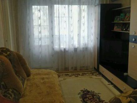 Продам трехкомнатную квартиру на 3-м этаже 5-этажного дома площадью 55 кв. м. в Элисте