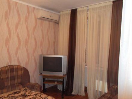 Продам четырехкомнатную квартиру на 5-м этаже 9-этажного дома площадью 78 кв. м. в Астрахани