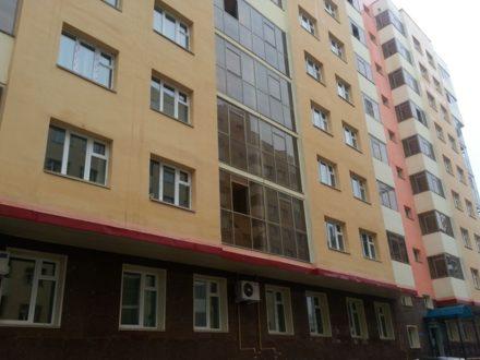 Сдам посуточно двухкомнатную квартиру на 7-м этаже 10-этажного дома площадью 55 кв. м. в Якутске