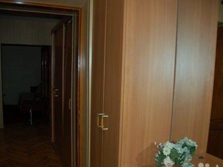 Сдам посуточно четырехкомнатную квартиру на 3-м этаже 5-этажного дома площадью 80 кв. м. в Ростове-на-Дону