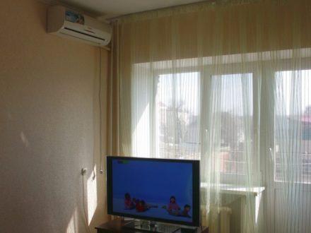 Сдам посуточно однокомнатную квартиру на 2-м этаже 5-этажного дома площадью 35 кв. м. в Элисте