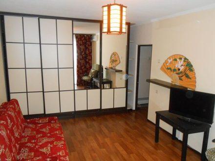 Сдам посуточно двухкомнатную квартиру на 4-м этаже 10-этажного дома площадью 55 кв. м. в Ростове-на-Дону