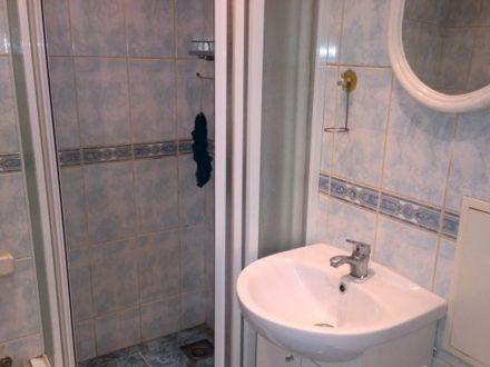 Сдам посуточно однокомнатную квартиру на 1-м этаже 5-этажного дома площадью 30 кв. м. в Липецке