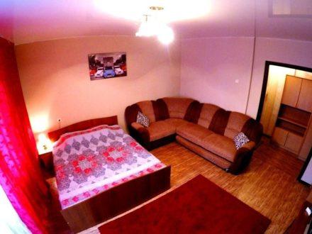 Сдам посуточно однокомнатную квартиру на 8-м этаже 10-этажного дома площадью 44 кв. м. в Красноярске