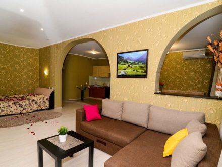 Сдам посуточно однокомнатную квартиру на 5-м этаже 16-этажного дома площадью 64 кв. м. в Пензе