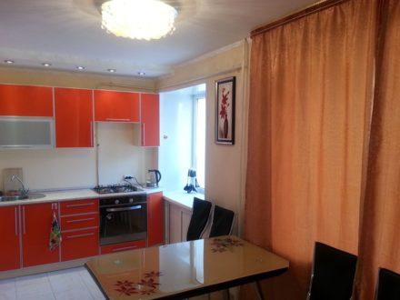 Сдам посуточно двухкомнатную квартиру на 2-м этаже 5-этажного дома площадью 40 кв. м. в Якутске