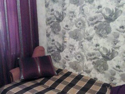 Сдам посуточно однокомнатную квартиру на 2-м этаже 9-этажного дома площадью 33 кв. м. в Самаре