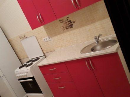 Сдам на длительный срок однокомнатную квартиру на 10-м этаже 17-этажного дома площадью 45 кв. м. в Калининграде
