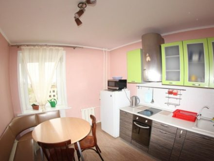 Сдам посуточно двухкомнатную квартиру на 5-м этаже 10-этажного дома площадью 56 кв. м. в Чите