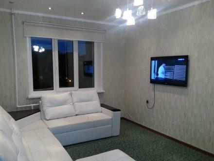 Сдам посуточно однокомнатную квартиру на 5-м этаже 9-этажного дома площадью 40 кв. м. в Якутске